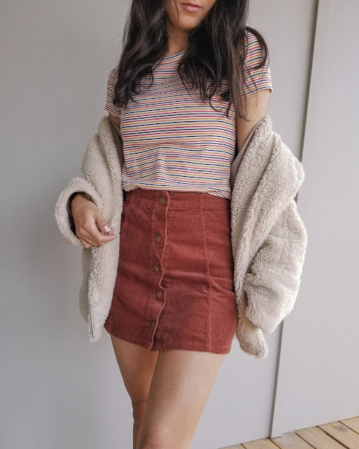 cute outfit ideas fall winter, sherpa jacket outfits, button front skirt outfit