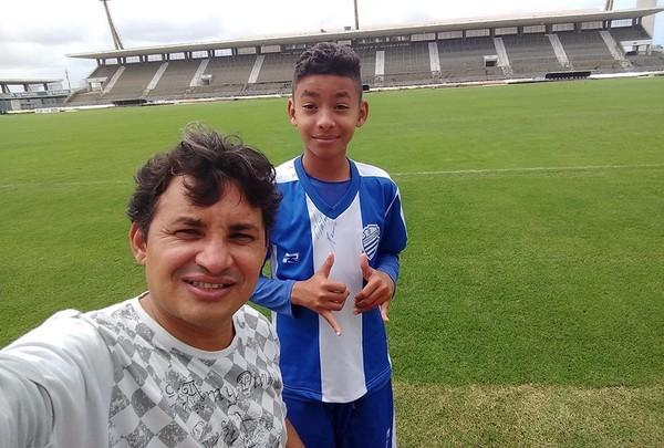 Pai e filho de São José da Tapera/AL,  viajam 227 km para garoto treinar no time do CSA em Maceió