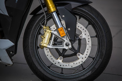 BMW S 1000 R front wheel image