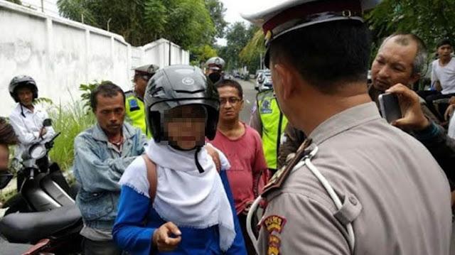 Caci Polisi dan Bikin Macet, Perempuan di Probolinggo 'Takluk' setelah Ditunjukkan ini