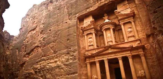 """En Radio Cepoat: """"Petra, una de las grandes maravillas del mundo""""."""
