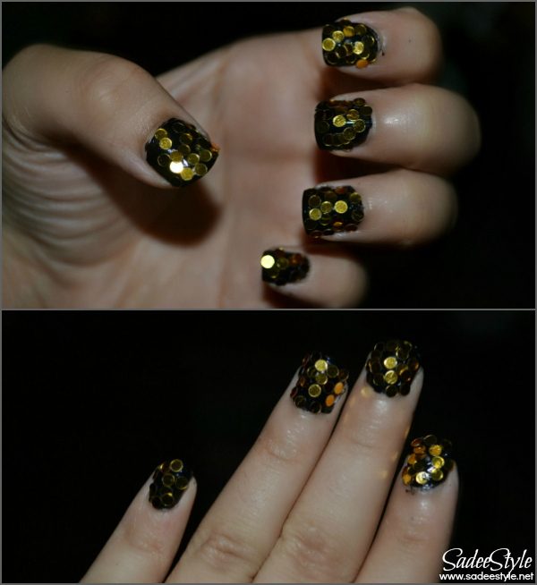 Nail Art Circle Glitters Black and Golden Look