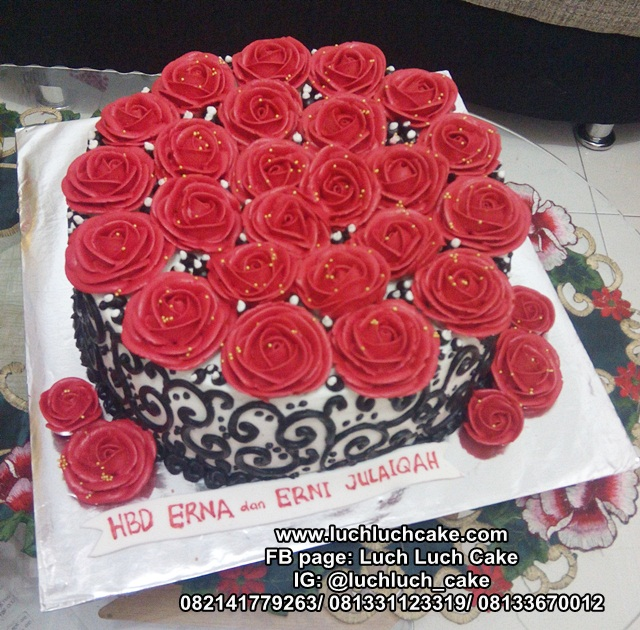 Kue Tart Bunga Buttercream Red, Black and White