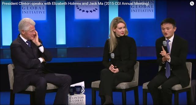 mantan Presiden Clinton berbincang-bincang dengan Jack Ma