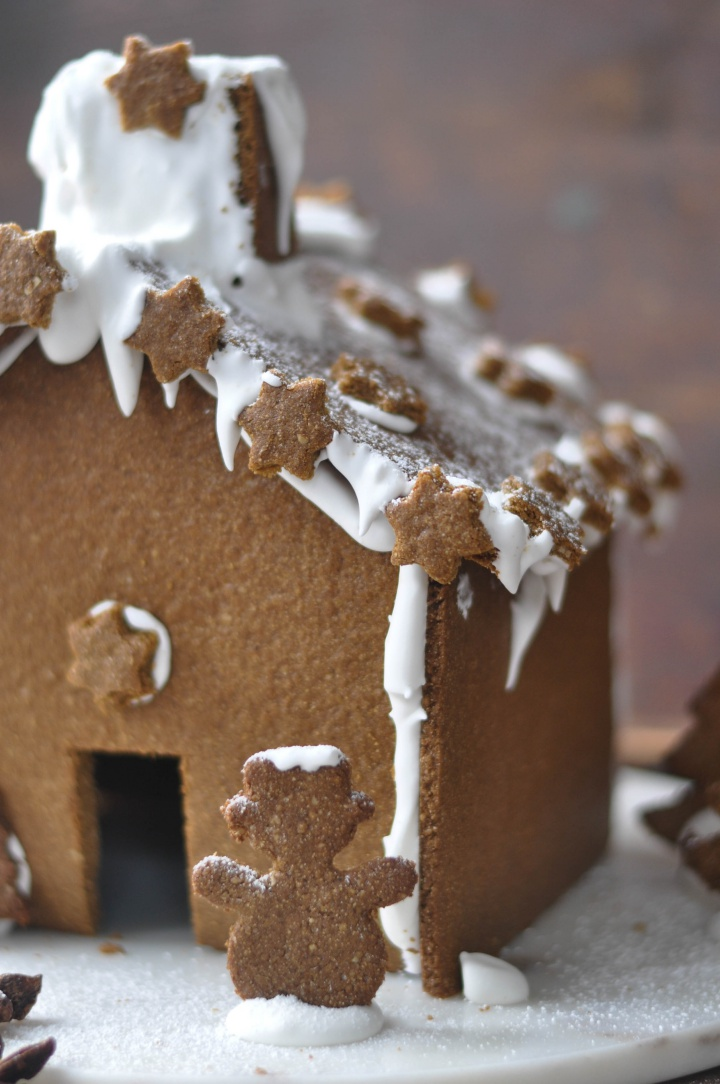 gluten free Gingerbread House, perfectly spicy and a cute decoration for the holidays