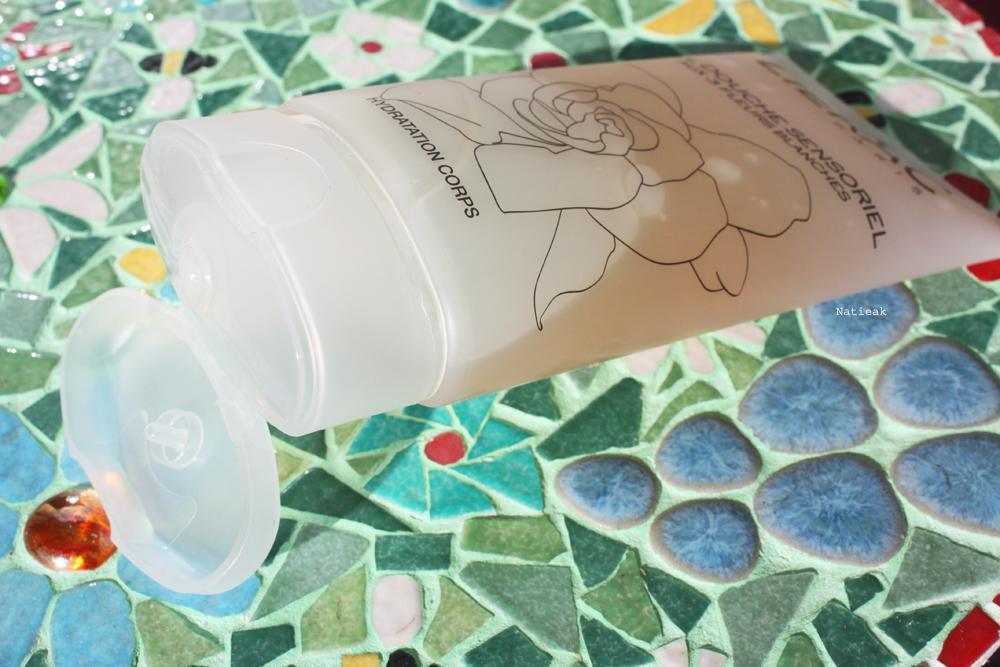 Gel douche sensoriel aux trois fleurs blanches de Lierac