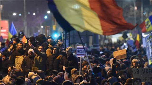 Romania minister Florin Jianu quits amid widespread protests