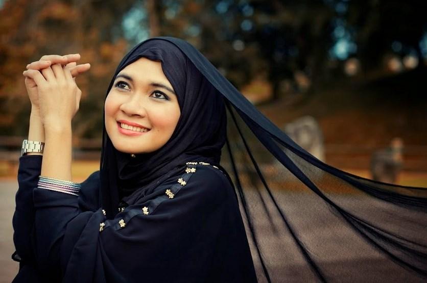 Tips Dan Cara Merawat Rambut Wanita Berjilbab Agar Rambut Tetap Sehat Dan Kuat hitam