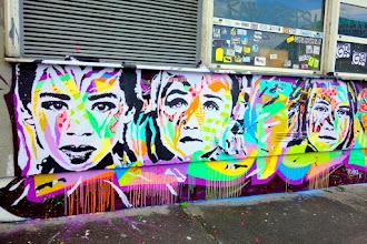 Sunday Street Art : Jo Di Bona - Hommage aux victimes de l'attentat du 13 novembre 2015 - rue Alibert - Paris 10