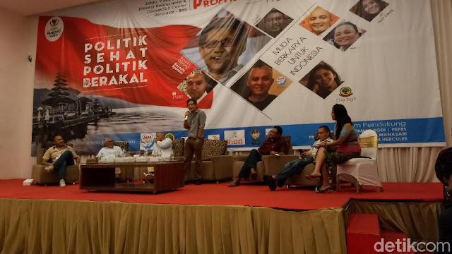 Rocky Gerung Sindir Jokowi Naik KRL: Andai Kecelakaan, Mesti Sewa Ambulans
