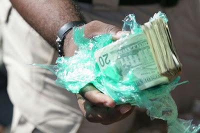 Aduanas decomisa cargamento de dólares de un millón y medio en Haina Oriental