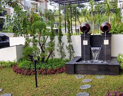 Desain Taman Depan Rumah Bergaya Minimalis Modern Dengan Kolam Air Terjun Mini Buatan