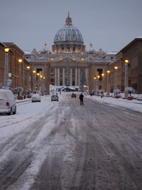 https://3.bp.blogspot.com/-mEKdEUgoZRk/UTfrmDi2-VI/AAAAAAAARUk/qNi2vyxGCjc/s640/1202xx+nieve+en+el+Vaticano+04.jpg