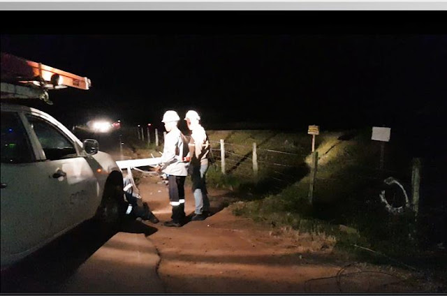 http://vnoticia.com.br/noticia/2755-carro-derruba-poste-e-interdita-rodovia-sb-02-que-liga-pedregal-a-degredo-em-sjb