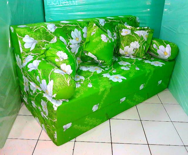 Sofa bed inoac motif ijo bunga kapas