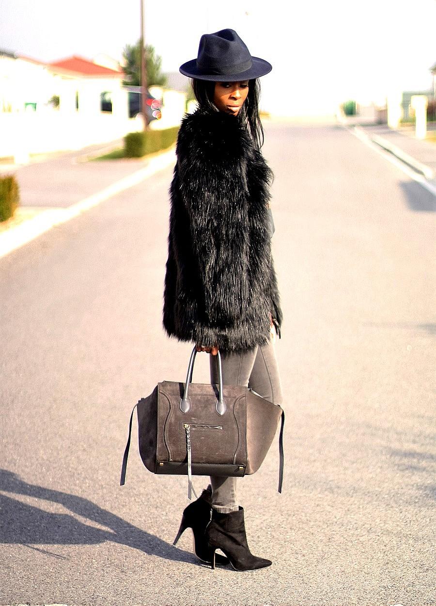 manteau-fausse-fourrure-sac-celine-phantom-asos-jeans-taille-haute-t-shirt-imprime-ootd-blog-mode