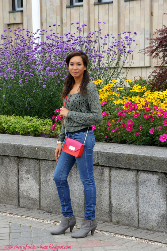 A touch of colorblock, zara knitwear, newlook boots, colorblock purse, grey on denim