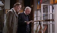 Peter Cushing - Sherlock Holmes / Miller Malleson - Reverendo Bishop