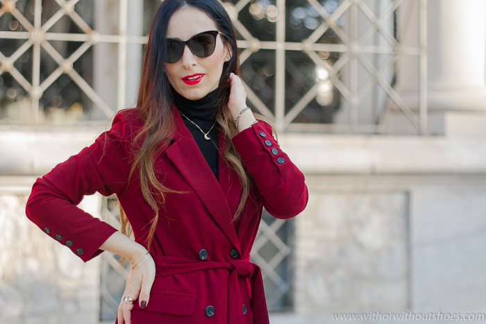 Look Urban Chic con traje chaqueta blazer cruzada pantalon ancho granate de Revolve BLog de moda tendencias belleza estilo de Valencia