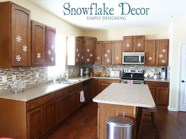 DIY Snowflake Decor | #winter #christmas #holiday #craft #sizzix #snowflakes