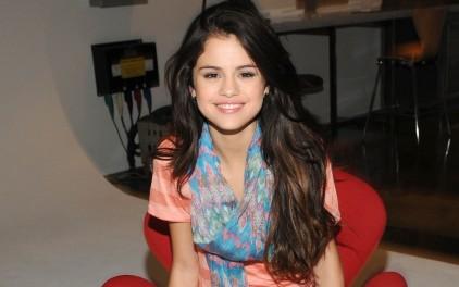 Selena Gomez Biography & Photos 2012   All Hollywood Stars