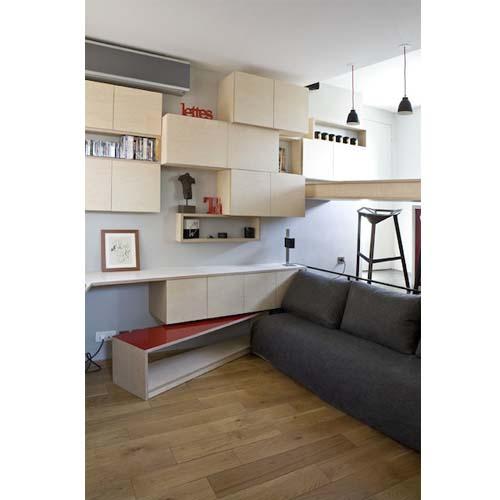 Creare un soggiorno con divano e tavolino in un appartamento di 16 mq a Parigi