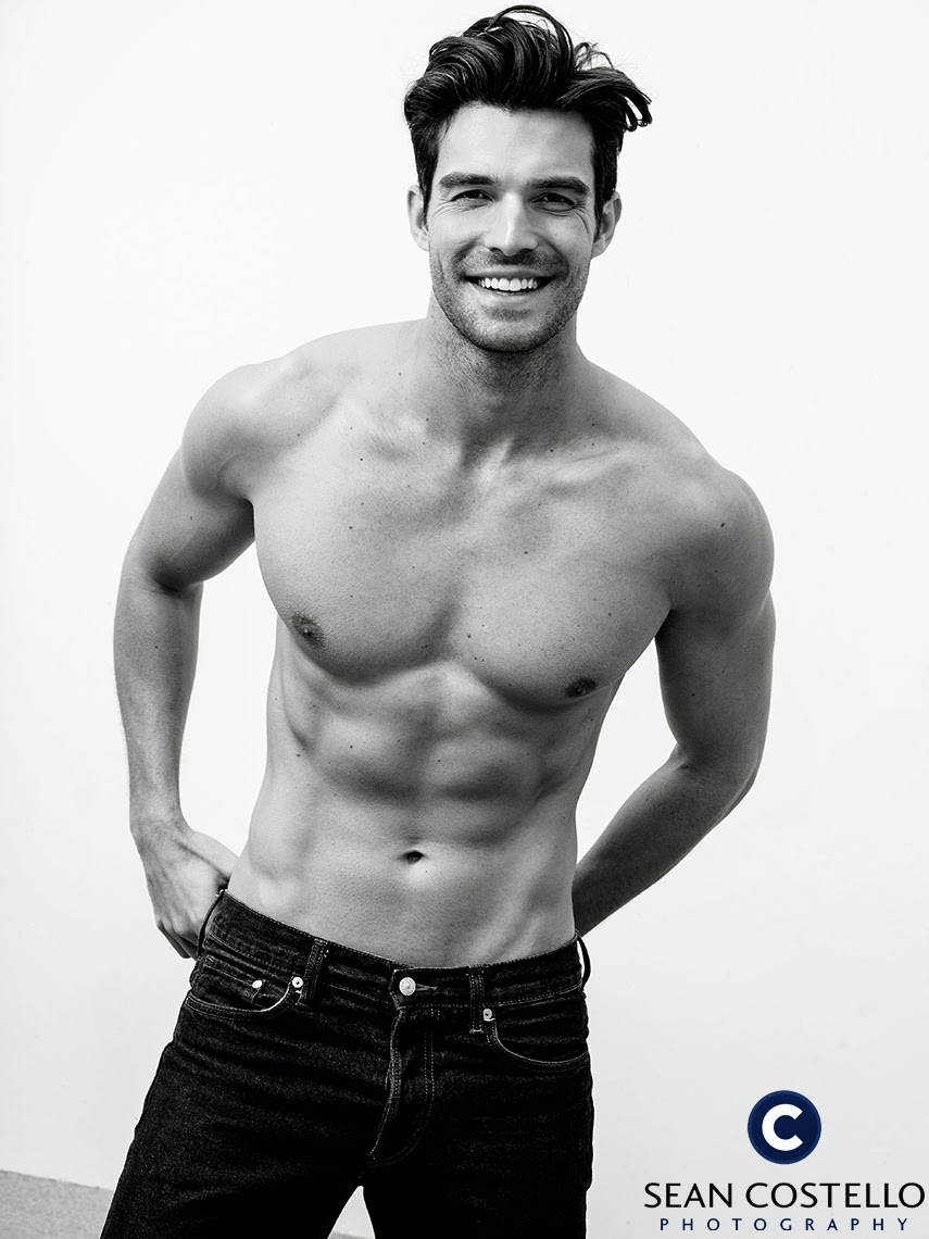 Topless American actor Peter Porte