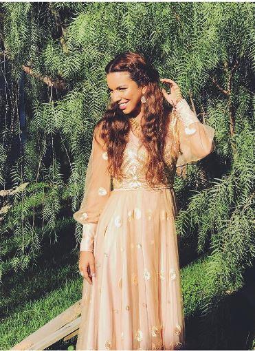 Shamiran vestido da princesa de O rico e Lazaro
