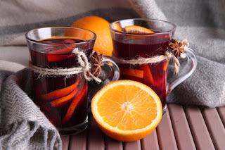Чайный пунш с пряностями, вином, ромом и лимоном