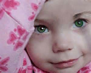 foto-bayi-perempuan-bermata-hijau