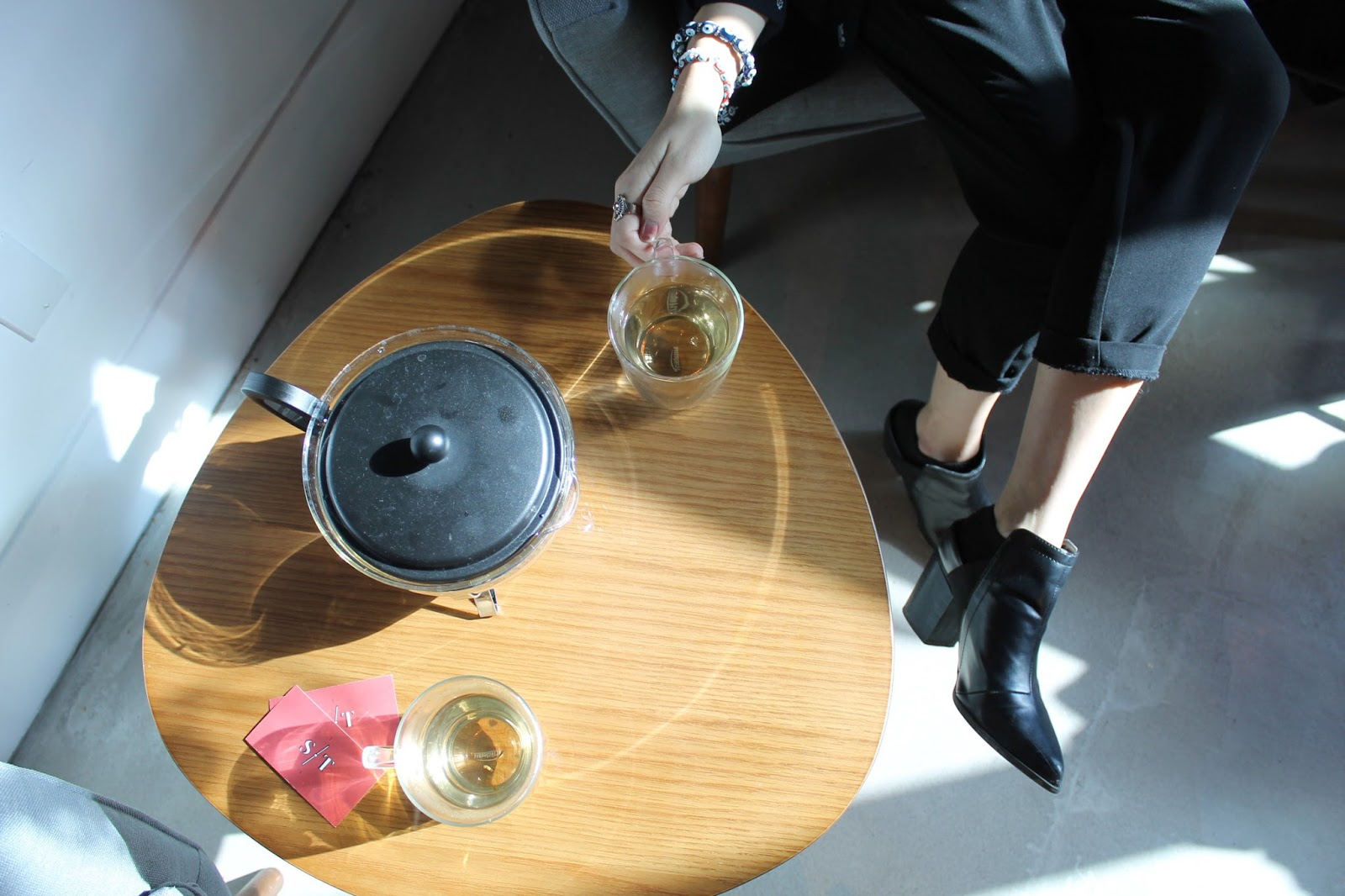 Tea at The Cold Pressery Selftimers vegan misssissauga cafe organic juice bar