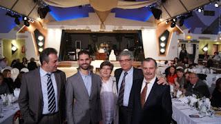 Ο Βαγγέλης με τον πρόεδρο κ. Θεοδωρόπουλο, με τον κ.Κοντό, τον Γραμματέα του συλλόγου και την κα Βαφκουτσή