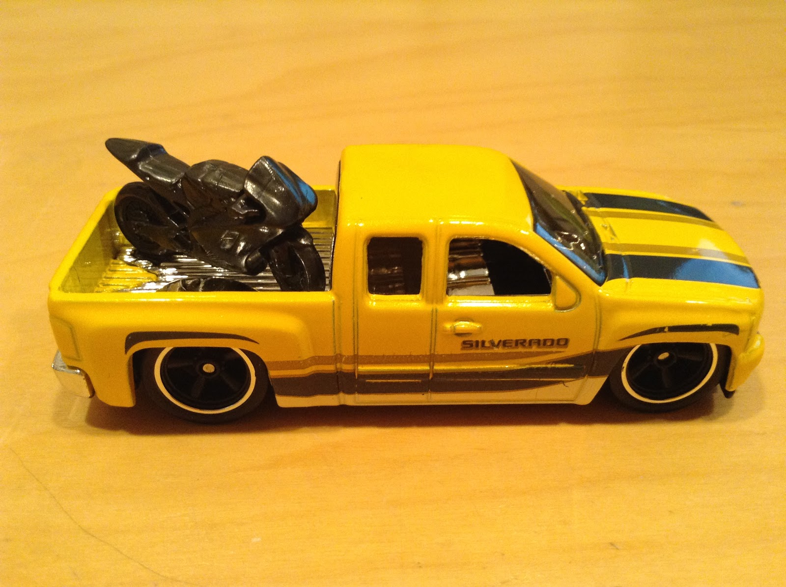 julian 39 s hot wheels blog chevy silverado 2016 car. Black Bedroom Furniture Sets. Home Design Ideas