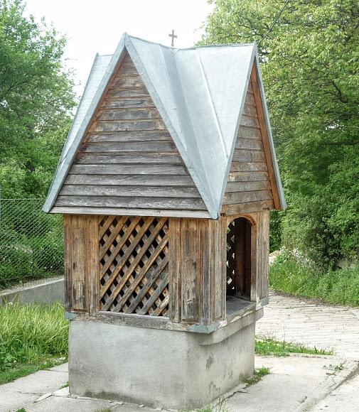 Колодец возле церкви в г. Старый Самбор, Львовская обл.