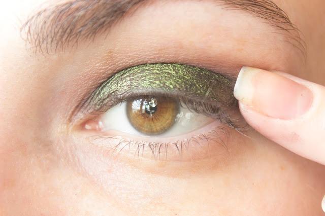 Макияж глаз с зелёным акцентом: шаг 3