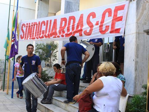 Câmara de Juazeiro do Norte é tomada pelos servidores em greve