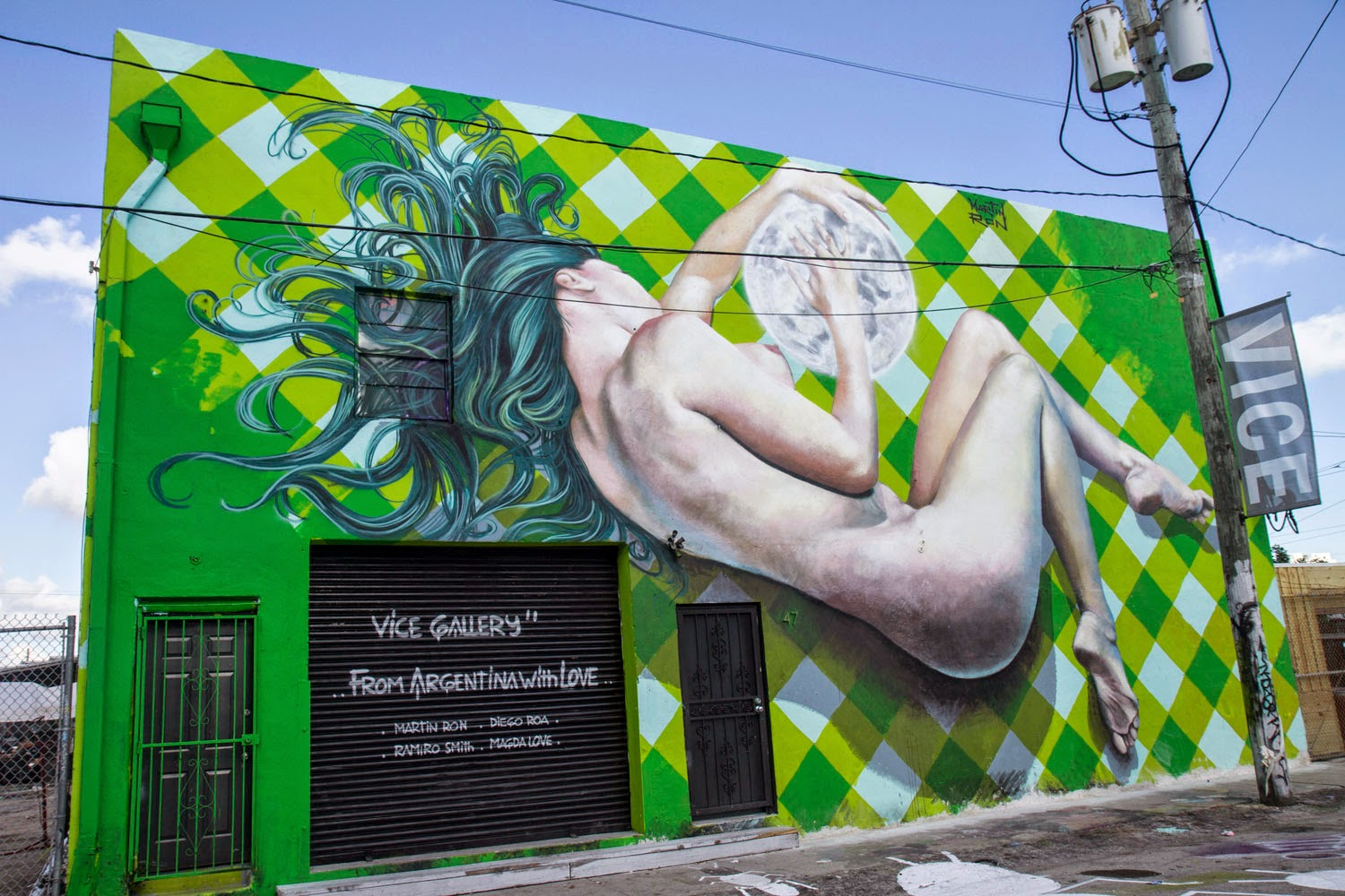 Coming straight from South America, Martin Ron was also in Miami where he was invited by Vice Gallery to paint a new piece in the district of Wynwood.