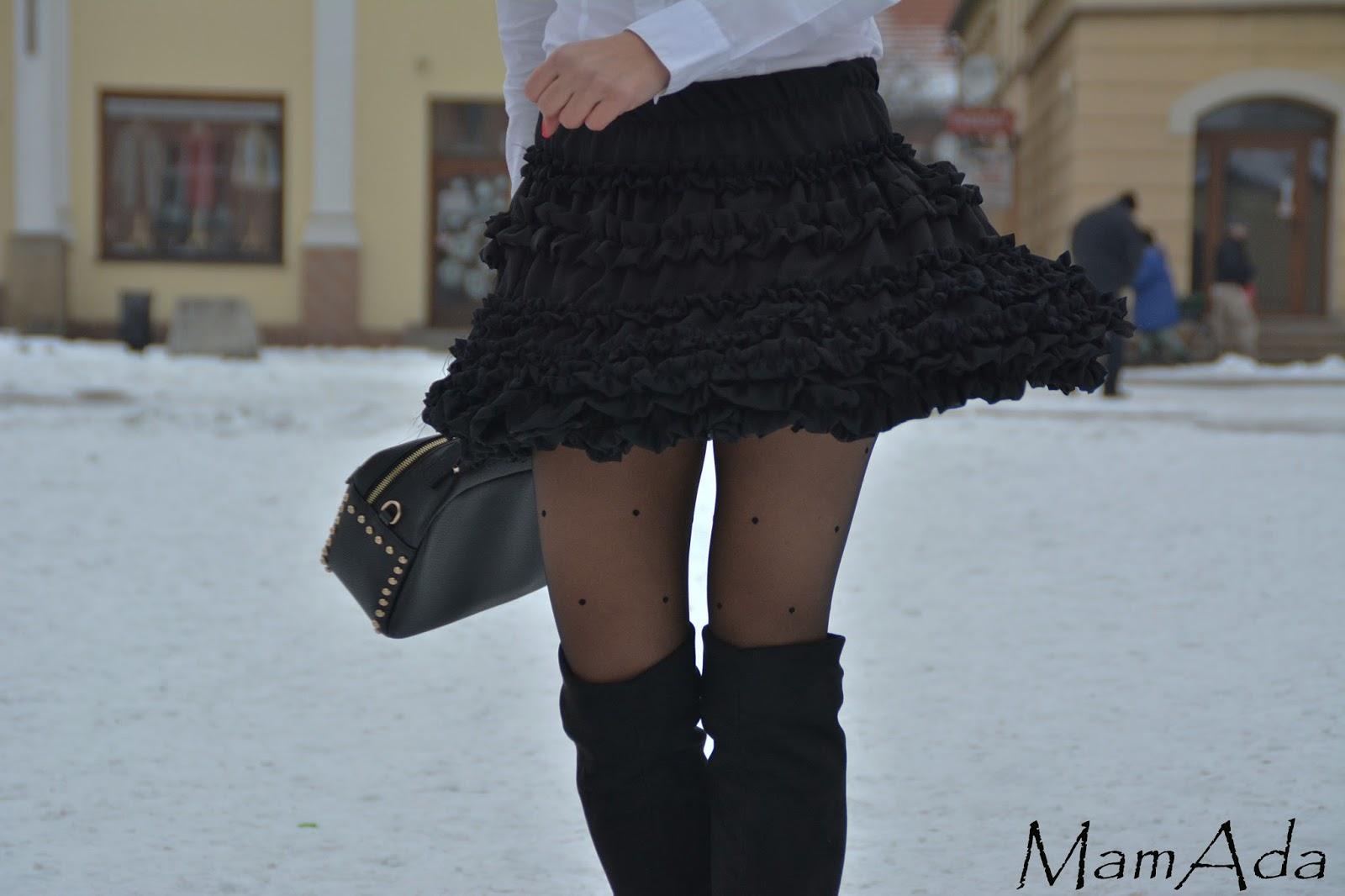 54f6c379 Biała koszula i czarna spódnica – MamAda