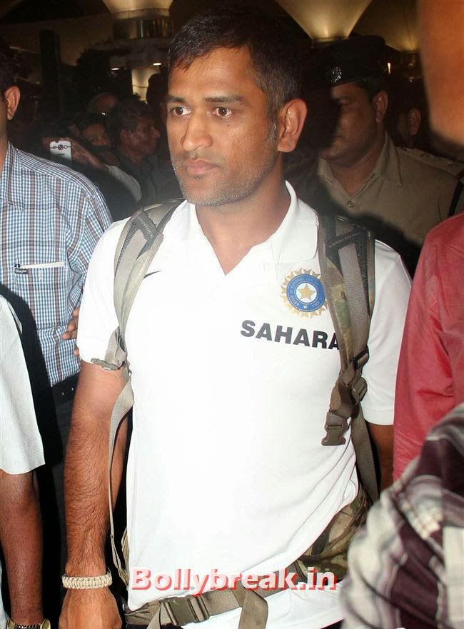 Mahendra Singh Dhoni, Indian Cricket Team Return from South Africa at Mumbai Airport