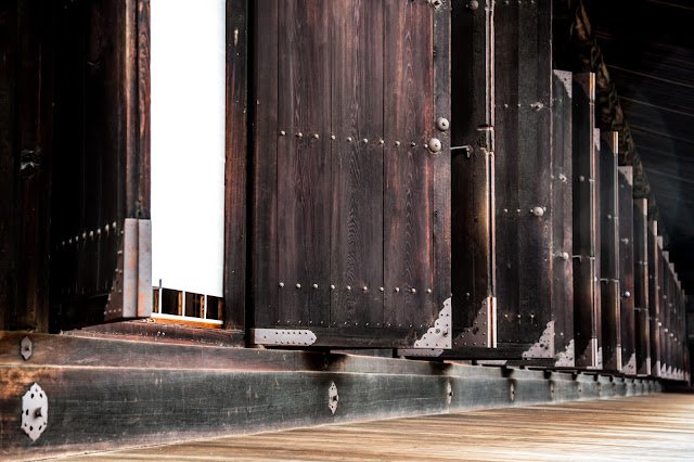 Estructura interminable de puertas del templo :: Canon EOS5D MkIII | ISO800 | Canon 24-105@67mm | f/4.5 | 1/50s