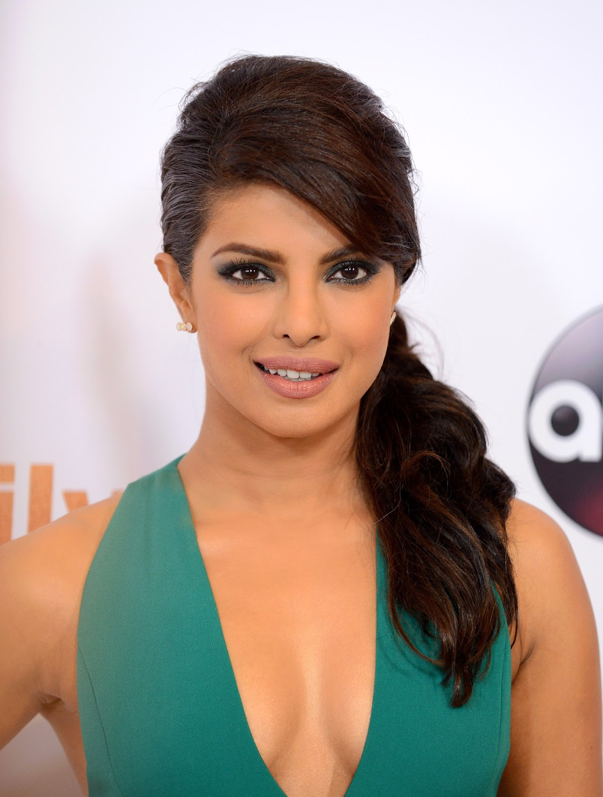 Hot Actress Priyanka Chopra Sizzling Sills In Green Gown