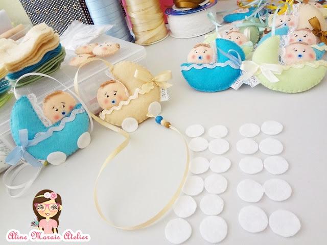 lembrancinha de nascimento maternidade carrinho de bebe com bebe de feltro