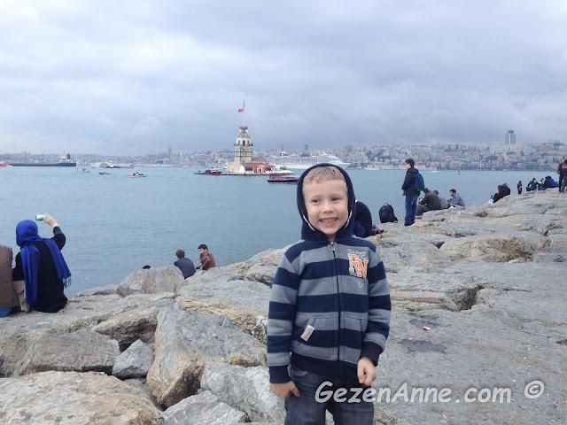 oğlumla Salacak'ta KIz Kulesi'nin güzel manzarasını izlerken, Üsküdar