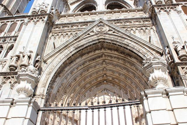 Detalles del arco ojival de la catedral de Toledo