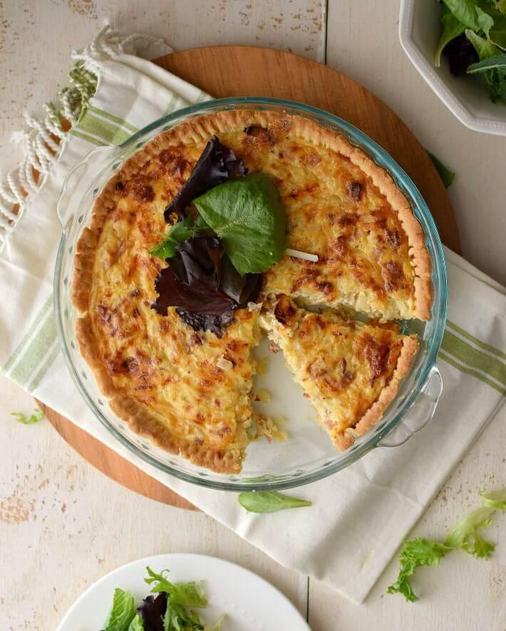 Quiche de queso suizo y tocineta, muy fácil de preparar y está lista en 30 minutos