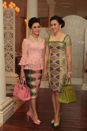 Model Baju Batik Kombinasi Brokat Untuk Acara Wisuda