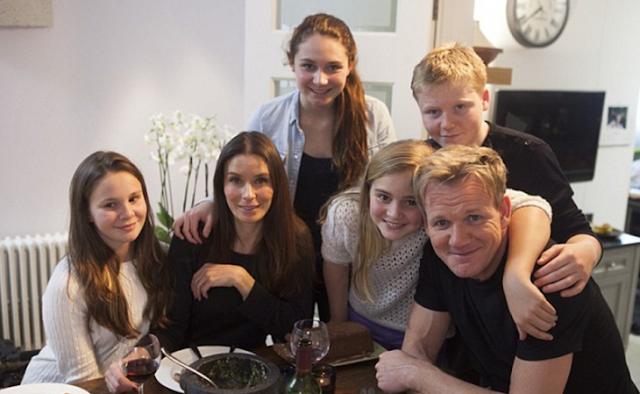 El chef Ramsay responde a los que lo critican por viajar en primera clase y sus hijos en turista
