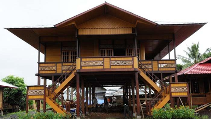 Rumah Adat Kalimantan Timur dan Penjelasannya  Desain