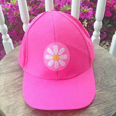 http://kbbcrafts.blogspot.com.es/2017/05/cross-stitched-summer-cap.html?spref=pi