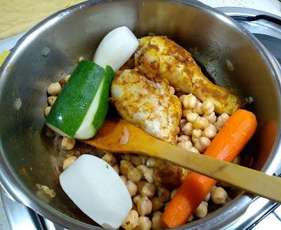 Cuscus con pollo y verduras la cocinera novata cocina receta gastronomia marruecos aves semola arabe